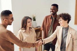 4 θέματα σχετικά με τη προσθήκη ενός συνεταίρου στην Επιχείρησή σας