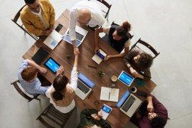 6 τρόποι να προσελκύσετε ικανά άτομα σε μια μικρή επιχείρηση